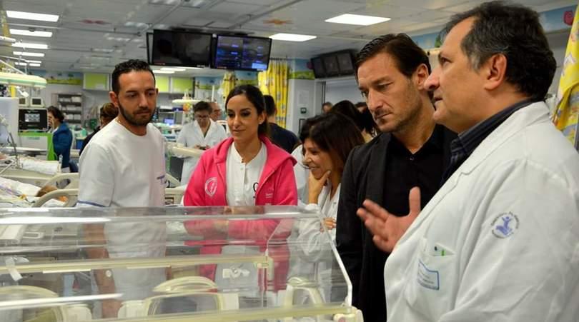 Roma, Totti al Bambin Gesù:«Voglio far parte di questa storia»