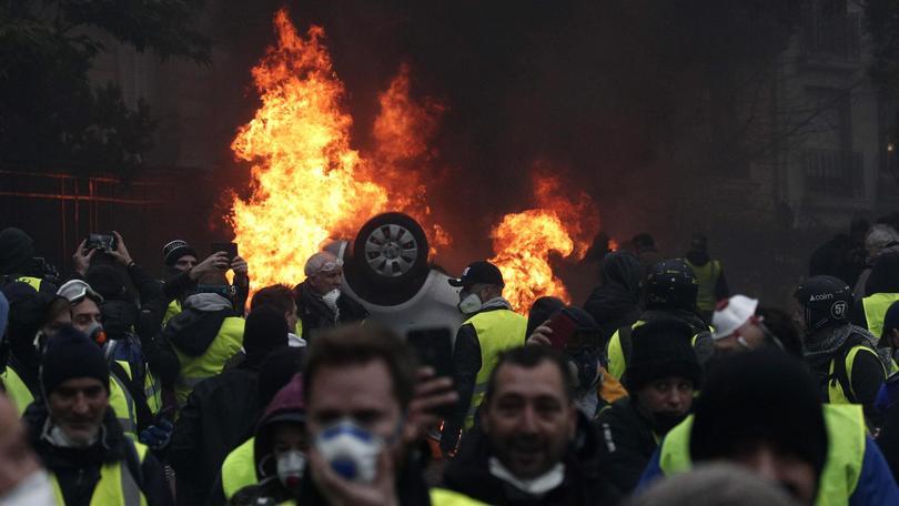 Scontri studenti-polizia in Francia