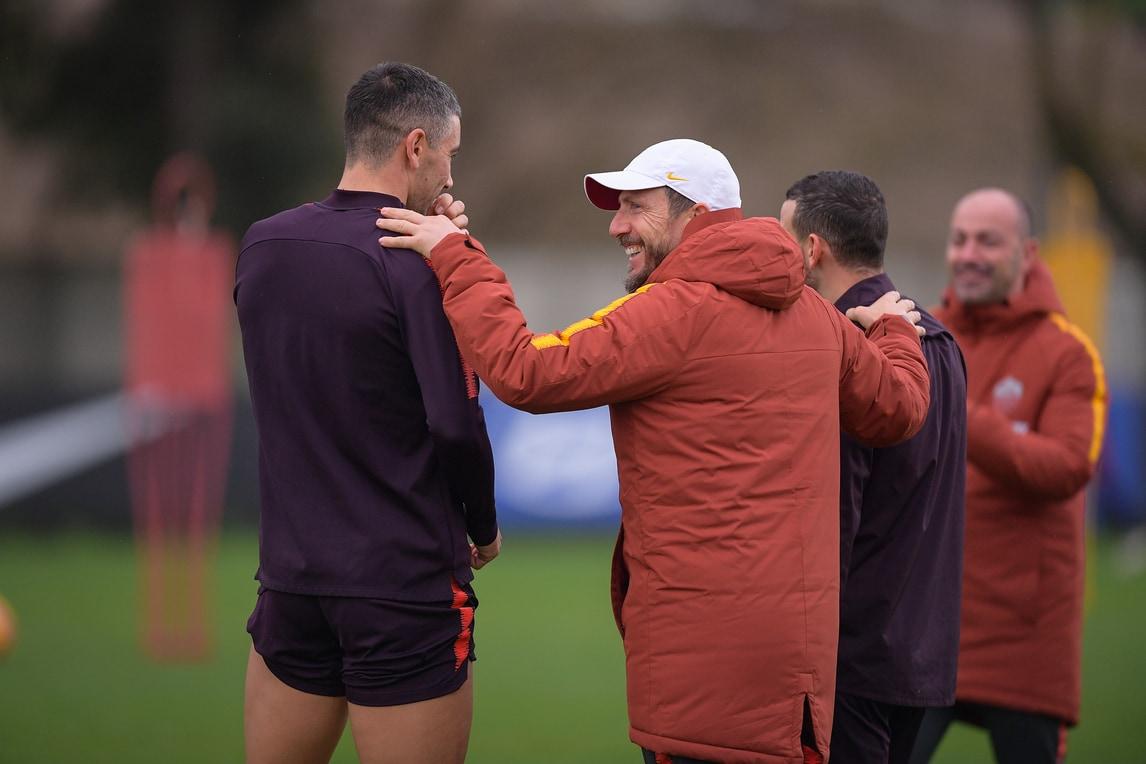 Roma, risate in allenamento fra Kolarov e Di Francesco