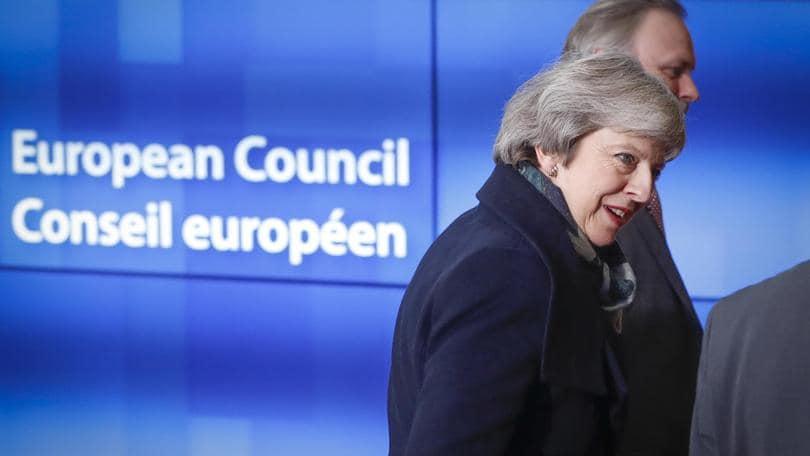 Brexit: Tusk, i 27 vogliono aiutare May
