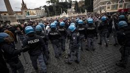 I tifosi dell'Eintracht a Roma: Piazza del Popolo un tappeto di rifiuti