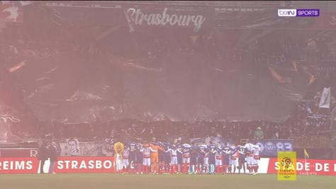 Vittime di Strasburgo, l'omaggio dei tifosi è da brividi