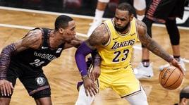 NBA, LeBron James show ma non basta ai Los Angeles Lakers