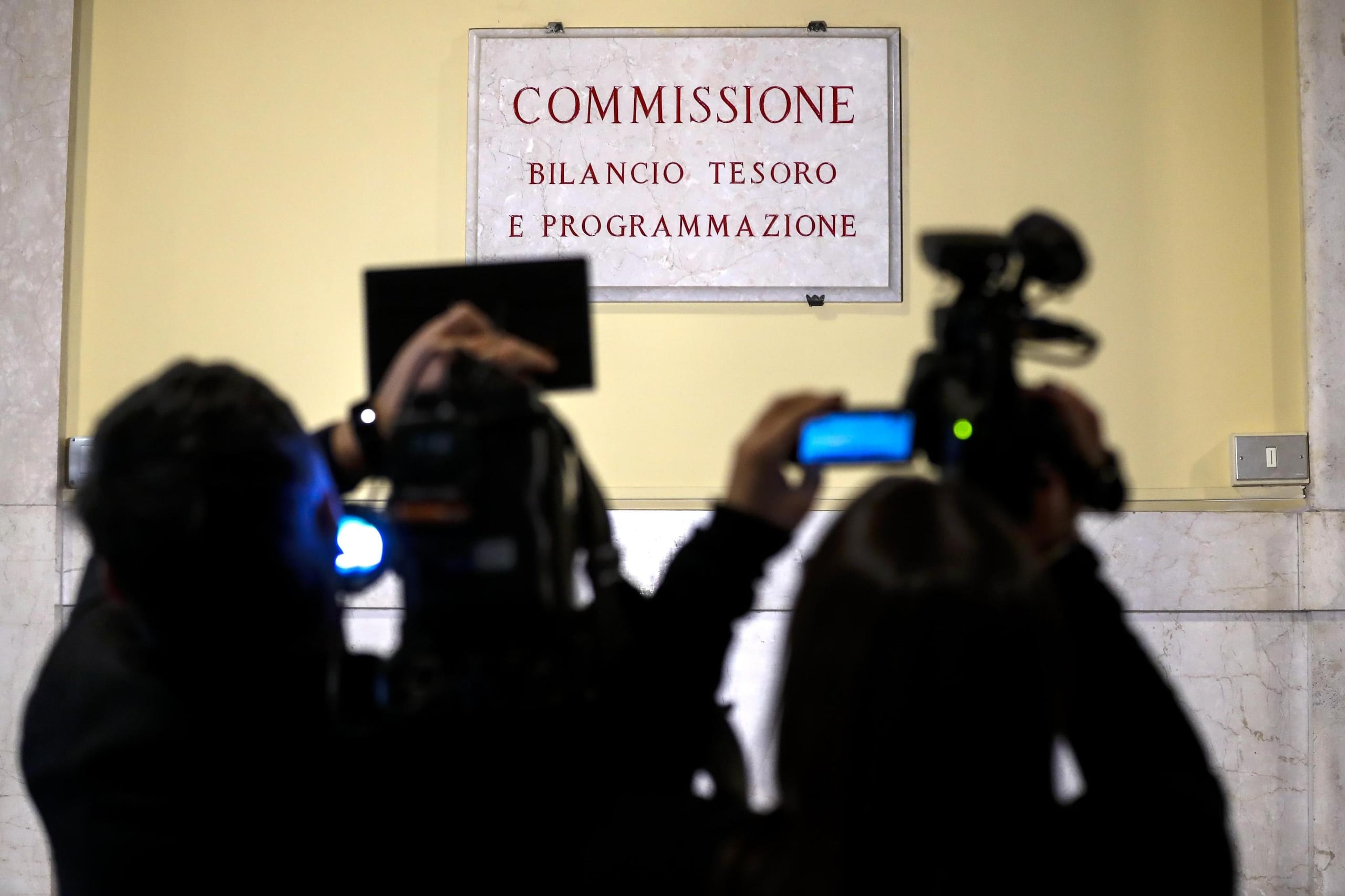 Manovra commissione camera vota mandato for Commissione bilancio camera