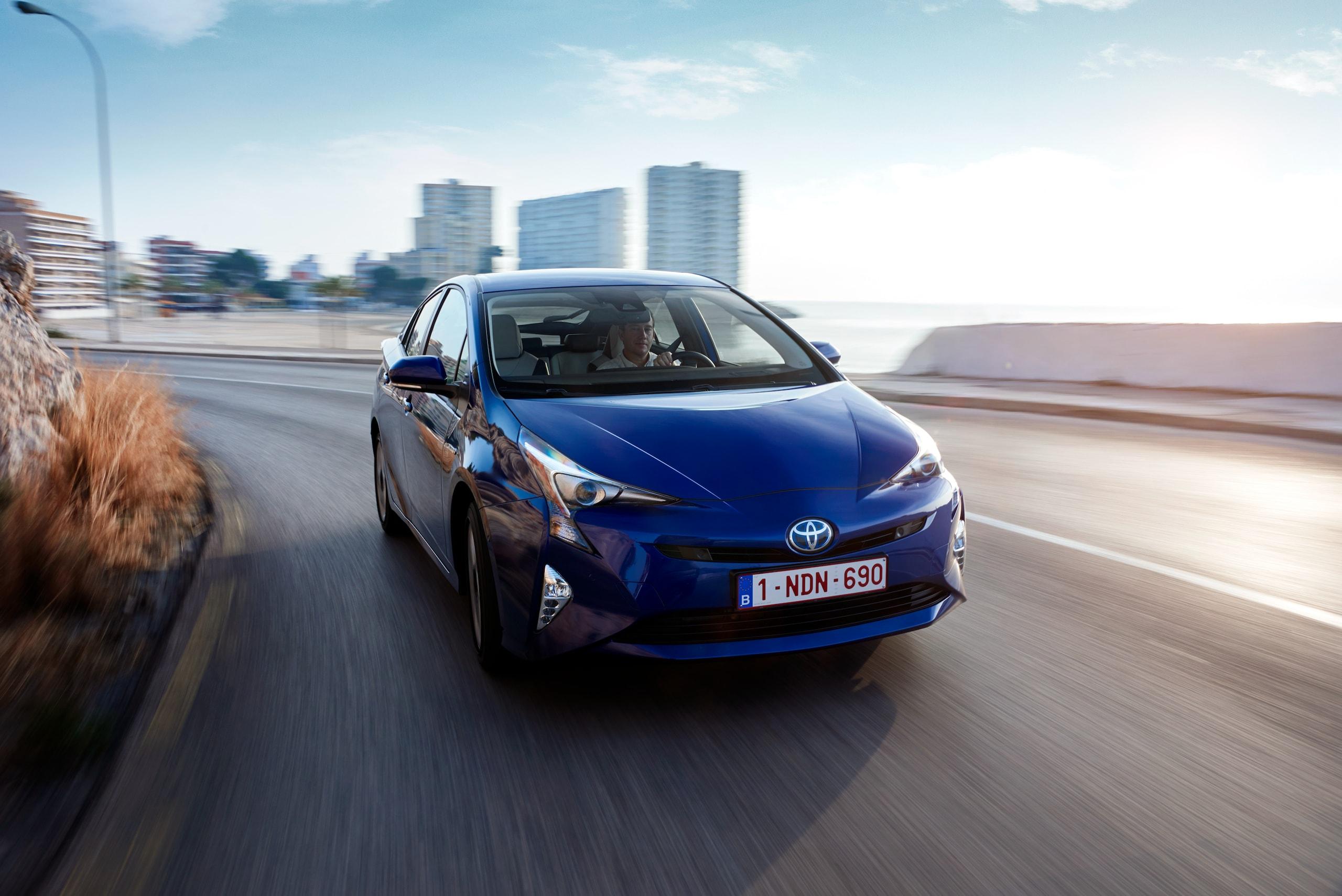 Toyota Prius, studio sulle emissioni promuove l'ibrido-elettrico