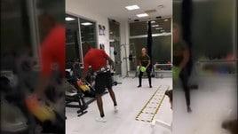 Balotelli si allena duramente in palestra