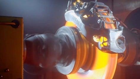 Bugatti realizza pinza freno in titanio con stampante 3D