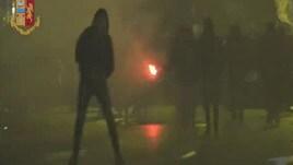 Lazio, gli scontri nella notte fra tifosi e polizia