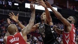 NBA, Harden contro Antetokounmpo: vince il greco. Belinelli non basta agli Spurs