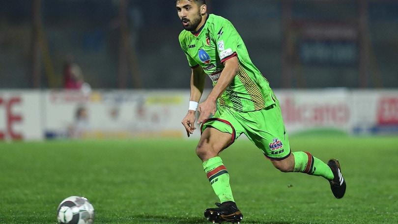 Calciomercato Parma, Carriero in prestito al Catania