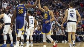 NBA, Curry senza freni: 48 punti per battere Dallas. Washington-Toronto sfida infinita