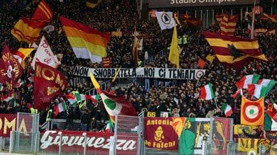 Roma, dalla curva cori contro Napoli, Juve, Bergamo, Liverpool e Carabinieri