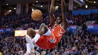 NBA, tegola per gli Houston Rockets: Clint Capela fuori 4-6 settimane