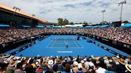 Tennis, Australian Open: vincono Federer e Seppi, Travaglia lotta