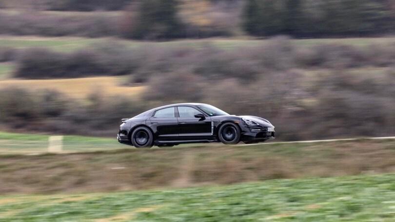 Porsche Taycan, Walter Rohrl prova i muletti
