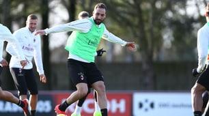 Milan, Higuain si allena con i compagni di squadra