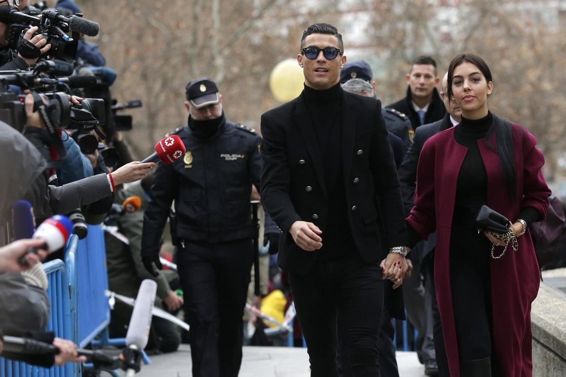 Cristiano Ronaldo in tribunale a Madrid con Georgina
