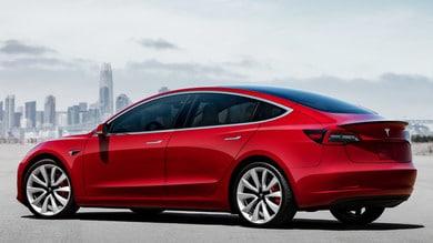 Tesla Model 3, clienti USA irritati
