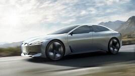 BMW i4, primi muletti in strada