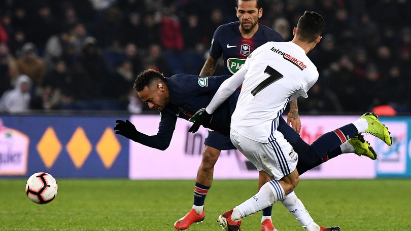 PSG, il padre difende Neymar su Instagram: