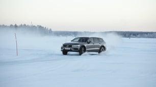 Volvo V60 Cross Country, test sul ghiaccio: foto