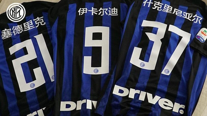 Inter: contro il Bologna scritte in cinese sulle maglie dei calciatori