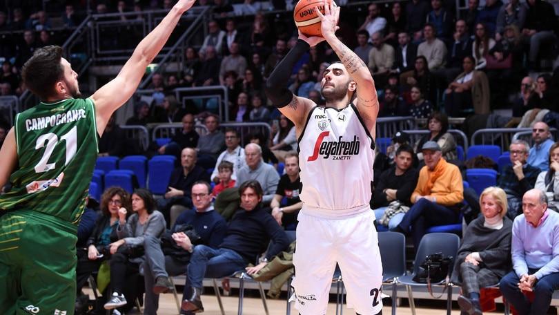 Basket, Serie A: Venezia, rimonta thrilling a Cantù, Bologna travolge Avellino