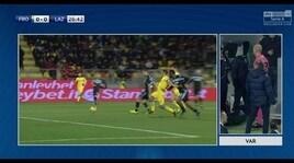 Lazio, la sequenza del rigore assegnato e poi tolto al Frosinone dall'arbitro Fabbri