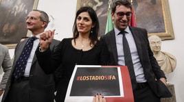 Virgina Raggi in conferenza stampa: «Lo stadio si fa»