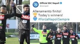 Napoli, che sorrisi per Hamsik e i compagni di squadra in allenamento