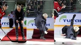 Mourinho, che figuraccia in Russia! La scivolata sul ghiaccio è da ridere