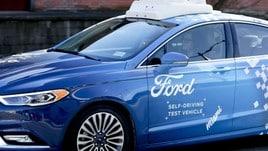 Ford prova sistemi di comunicazione tra guida autonoma, ciclisti e pedoni