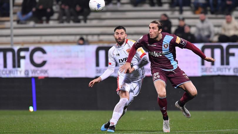 Serie B Salernitana-Benevento 0-1: una papera di Micai regala la vittoria ai giallorossi