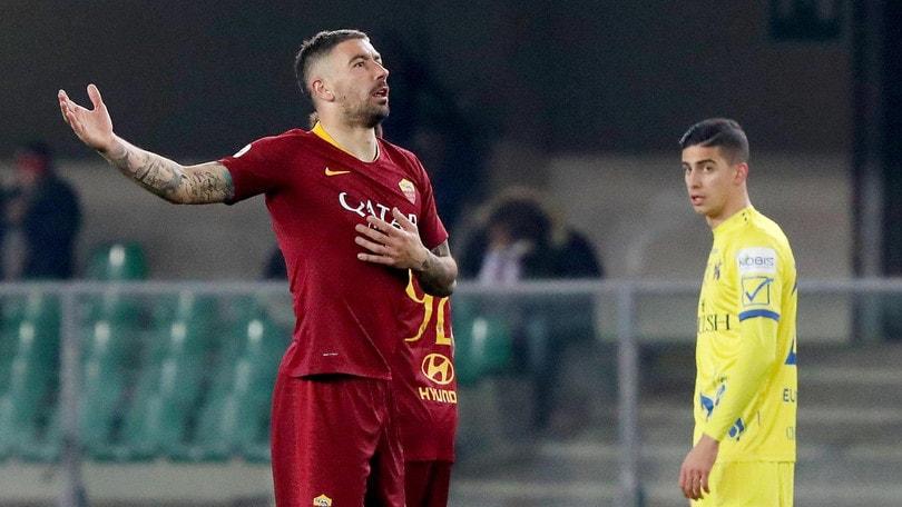 Roma, l'inchino di Kolarov divide i tifosi anche sui social