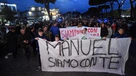 Fiaccolata a Roma per Bortuzzo: «Manuel siamo con te»