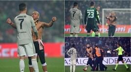 Sassuolo-Juventus, tifoso invade il campo e abbraccia Ronaldo