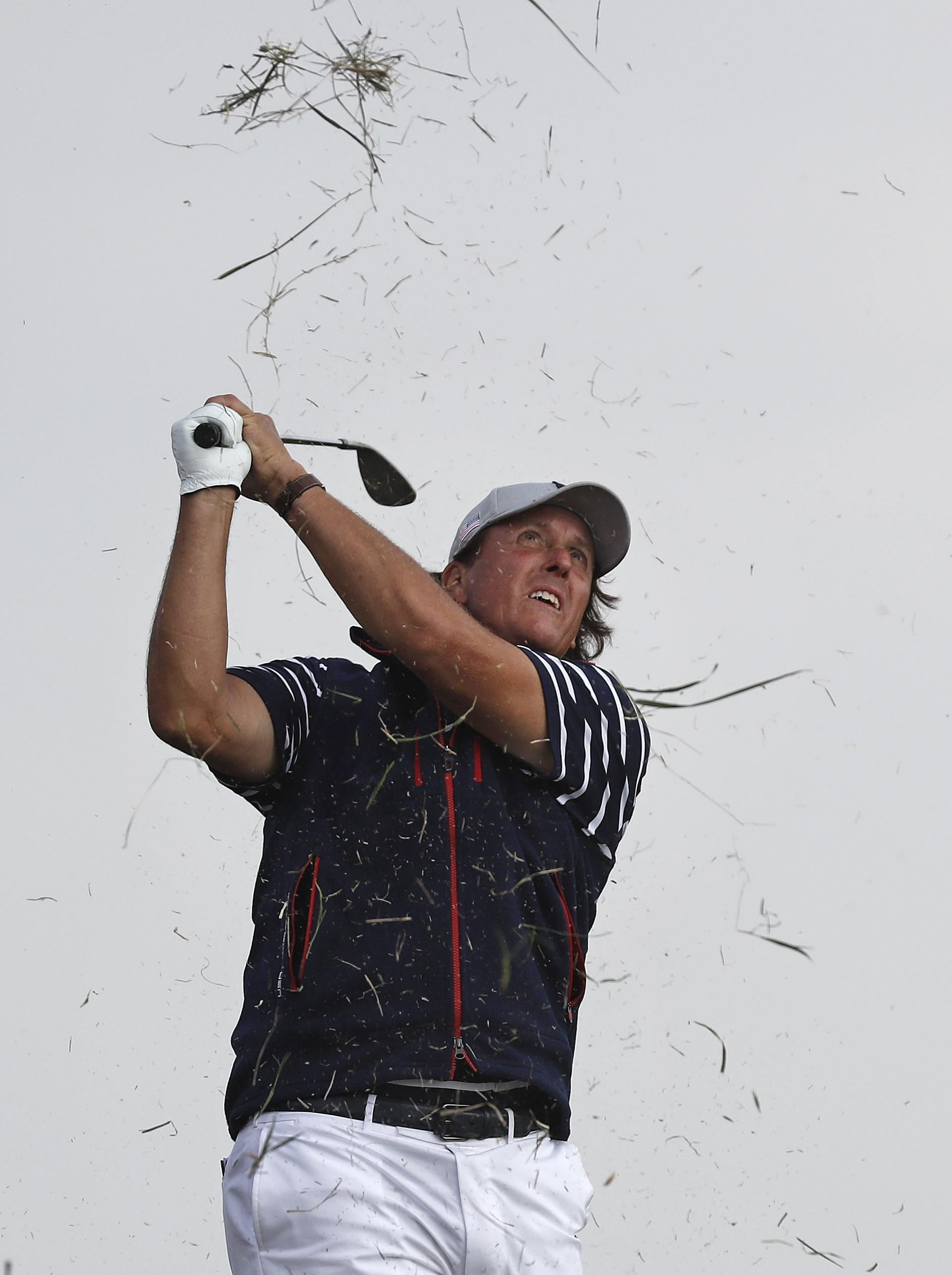 Golf:AT&T,pioggia rinvia festa Mickelson