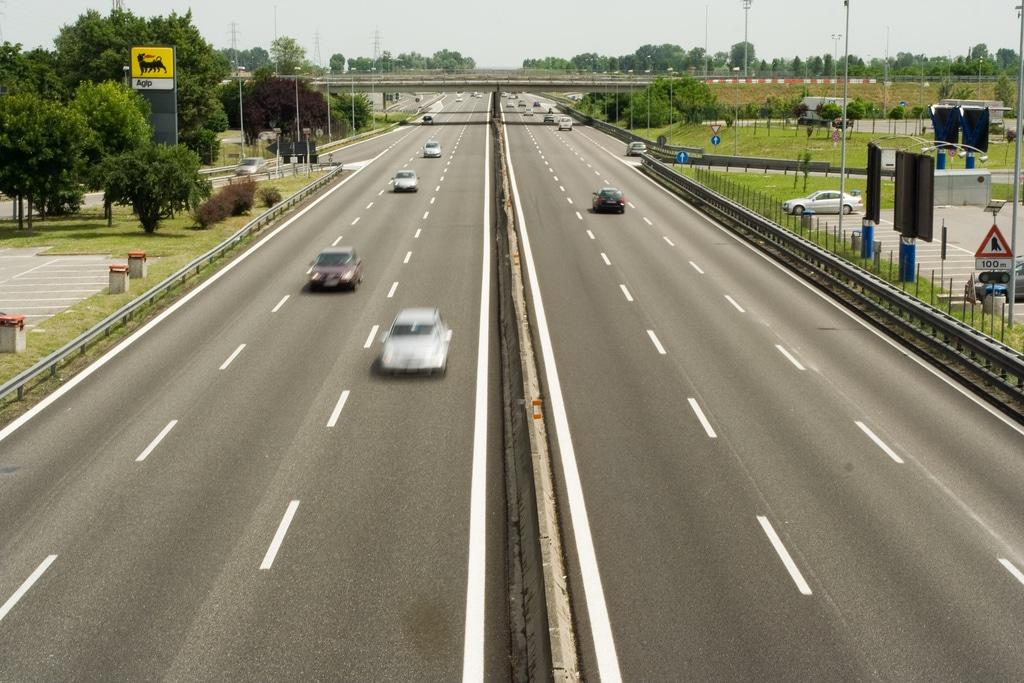 Codice della strada: 150 km/h in autostrada e problemi di sicurezza