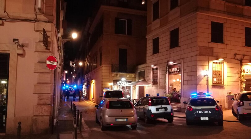 Lazio-Siviglia, maxi rissa e tre accoltellati: le foto