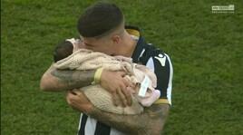 Udinese-Chievo, De Paul festeggia in campo con la figlia