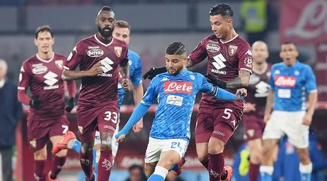 Serie A, Napoli-Torino 0-0: palo di Insigne, la Juventus vola a +13