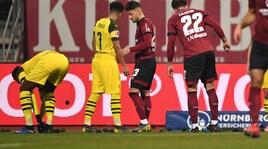 Palline da tennis nere in campo: la protesta dei tifosi del Dortmund