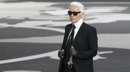 È morto Karl Lagerfeld, il noto stilista aveva 85 anni
