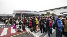 Incendio all'aeroporto di Ciampino: problemi per i tifosi della Lazio