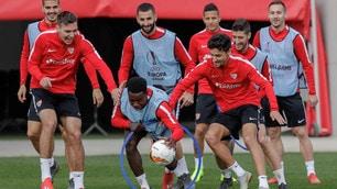Siviglia tutta sorrisi e fiducia in allenamento: la Lazio è avvisata