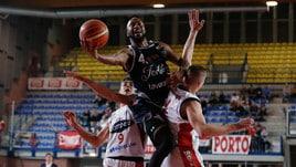 Basket, A2: la Fortitudo non sbaglia nel recupero e stacca Montegranaro