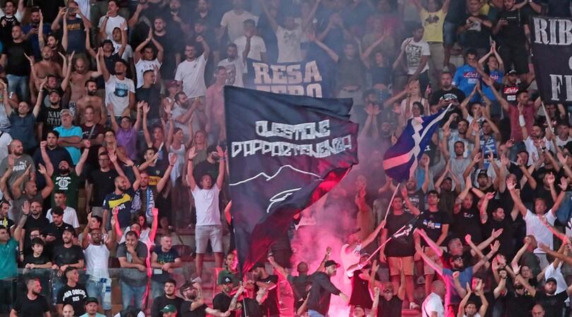 Tifosi napoletani ritrovano borsa a Padova: «Forza Napoli e la restituiamo»