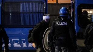 Derby Lazio-Roma, lancio di sassi all'Olimpico: agente ferito alla testa