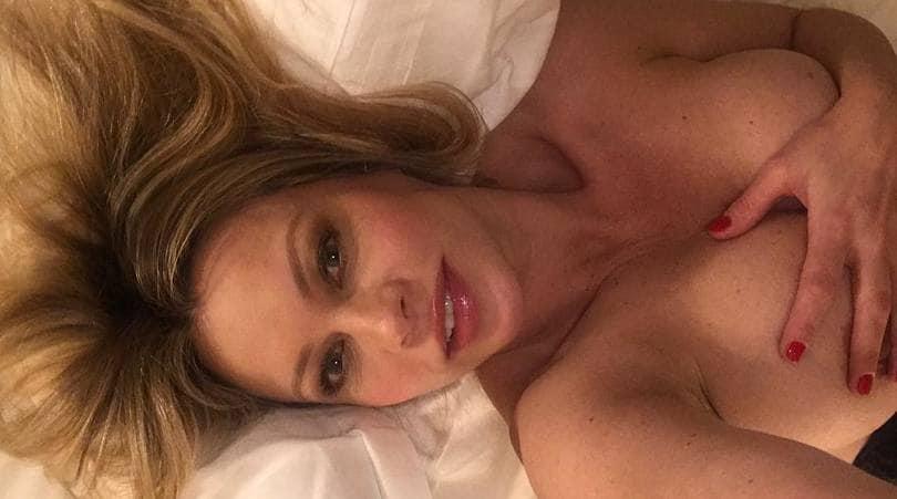 Anna Falchi: «Foto sexy in topless? Ecco come è nata»