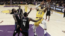 NBA, LeBron supera Michael Jordan ma i Lakers perdono contro Denver